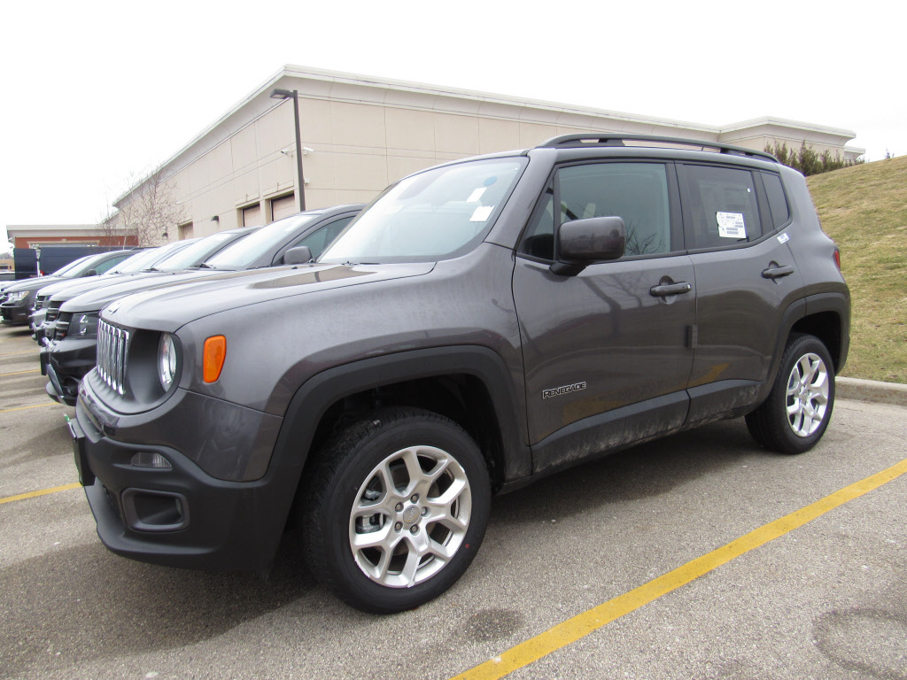 new 2016 jeep renegade latitude 4x4 suv in brookfield c91984 schlossmann dodge city chrysler. Black Bedroom Furniture Sets. Home Design Ideas